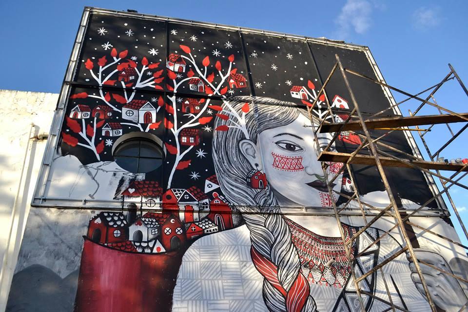 Mujer que carga su pueblo, mural comenzado por Animalditas en la Universidad Nacional de Colombia con motivo de la Convocatoria del Salón de Diseño sobre murales referentes a la paz. Foto por ellas mismas.