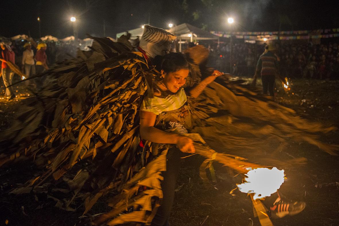 Escena del ritual popular Kamba ra'anga. Fotografía: Fernando Allen.