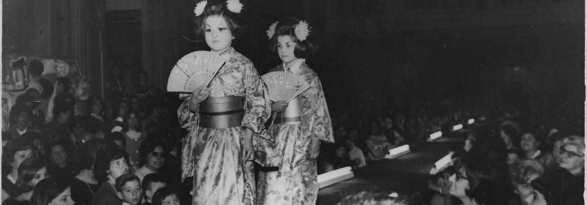 Las mellizas desfilando en la Sociedad Sirio-Libanesa de Tucumán. 19/9/1965.