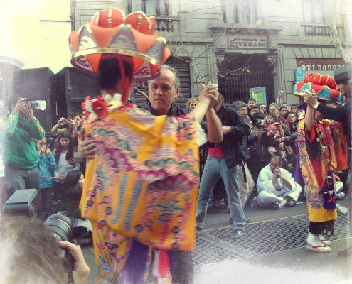 """""""Buyou y Tango. Baile inter-cultural en el Centenario Okinawense en Argentina (2008)""""."""