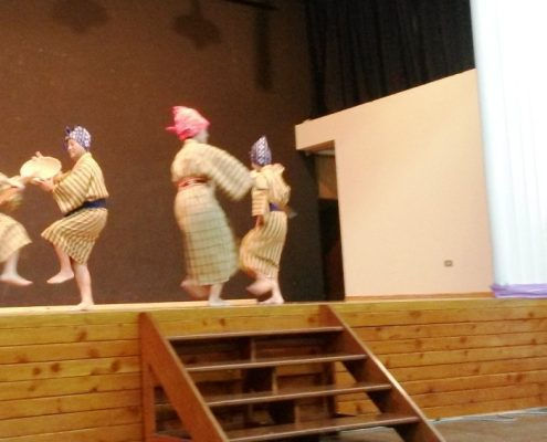 La danza mamidooma por la asociación Fujinkai. Crédito: Akemi Matsumura