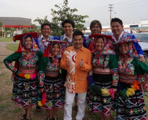 El Seinembu Kitakanagusuku con el cantante Beto Shiroma. Crédito: Archivo Kitakanagusuku